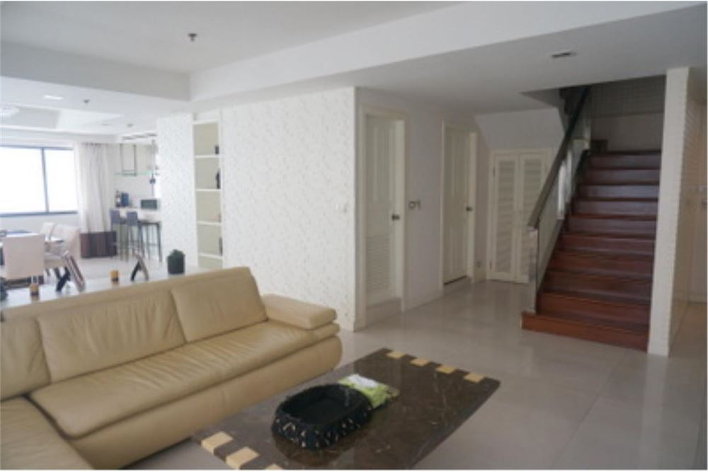 RE/MAX Properties Agency's FOR RENT  LE  RAFFINE SUKHUMVIT 24   2BED 370SQM 2