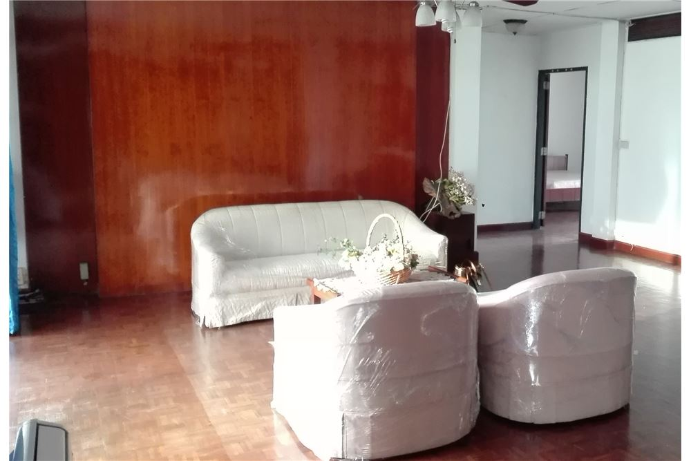 RE/MAX Executive Homes Agency's Apartment for rent  /  4 Bedrooms in asoke Area 2