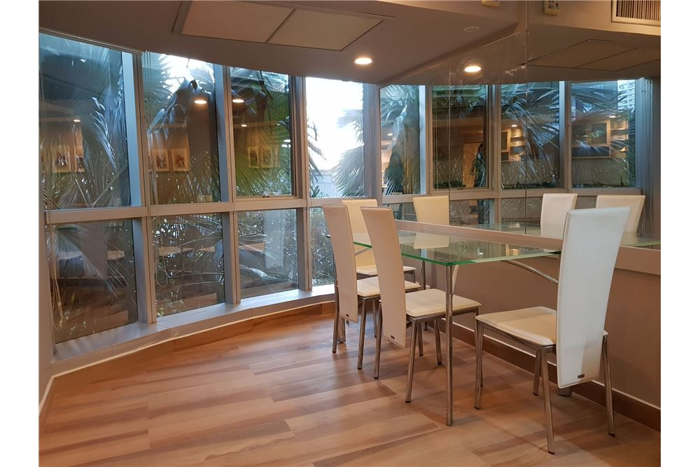 RE/MAX Executive Homes Agency's Newly Renovated 2 Bedroom for Rent Trendy Condo 7