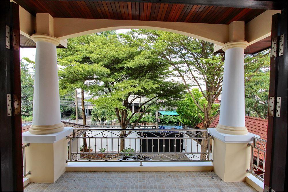RE/MAX Executive Homes Agency's 4 bedroom house for rent near BTS Ekkamai 14