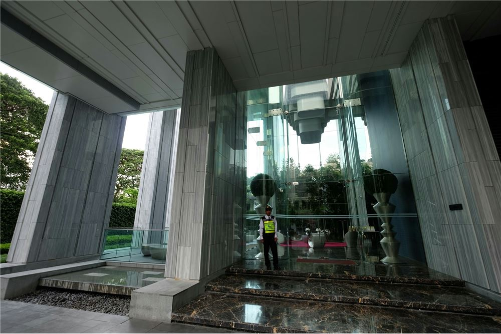 RE/MAX Executive Homes Agency's 1 Bedroom for Sale at Edge Sukhumvit 23 11