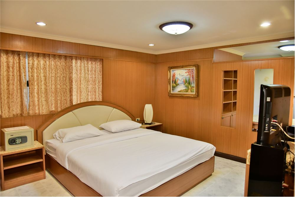 RE/MAX Executive Homes Agency's Spacious Studio type Bedroom for Rent The Kaze 34 2