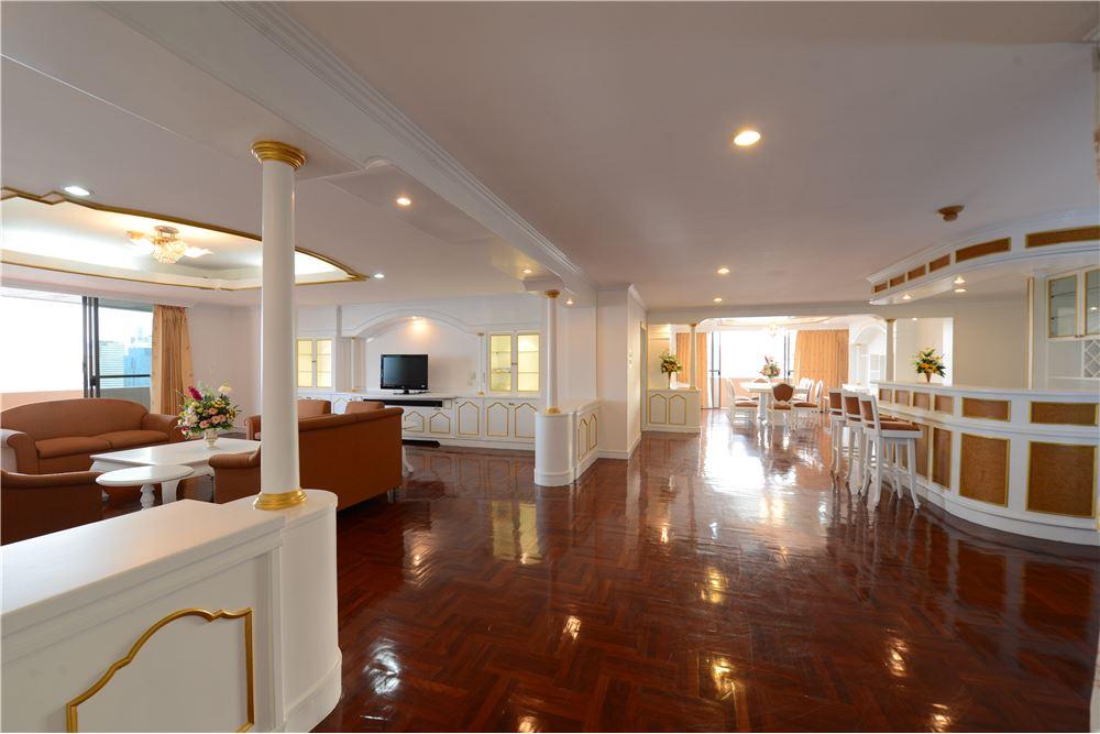 RE/MAX Executive Homes Agency's Condominium for rent - Ekkamai 12 13