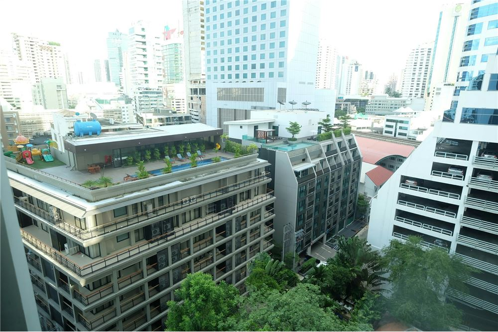 RE/MAX Executive Homes Agency's 1 Bedroom for Sale at Edge Sukhumvit 23 12