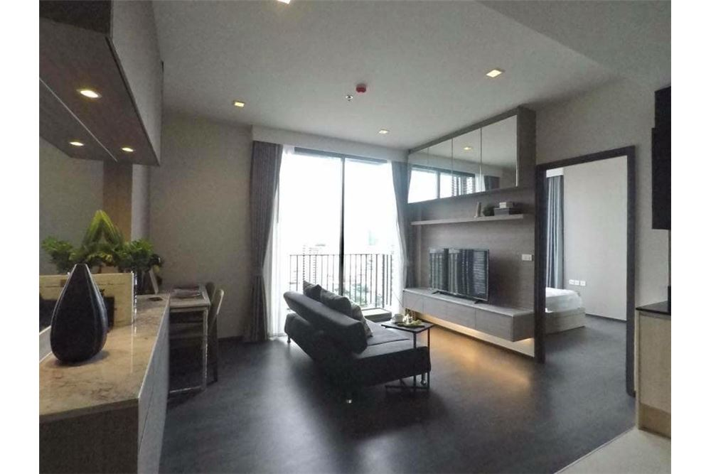 RE/MAX Properties Agency's Edge Sukhumvit 23, 1 large bedroom 1