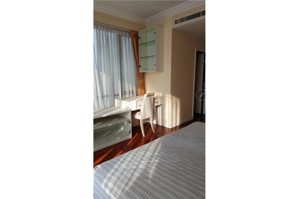 RE/MAX Properties Agency's SALE Baan Piya Sathorn 2BED 137SQM. 9