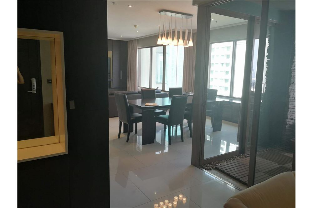 RE/MAX Executive Homes Agency's Spacious 3 bedroom for Rent Emporio Place 3
