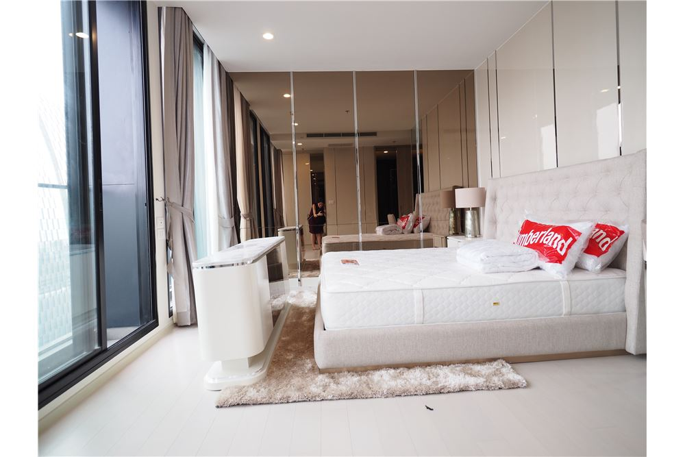 RE/MAX Executive Homes Agency's Spacious 2 Bedroom for Rent Noble Phloenchit 4