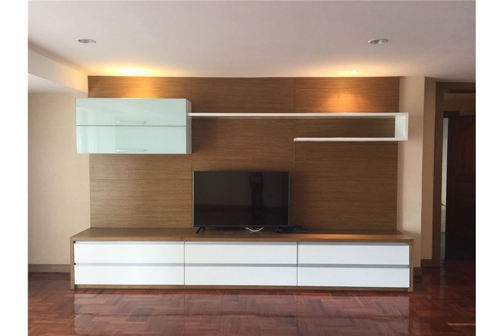 RE/MAX Executive Homes Agency's 3bedroom 2bath For Rent Sukhumvit 24, BTS 2