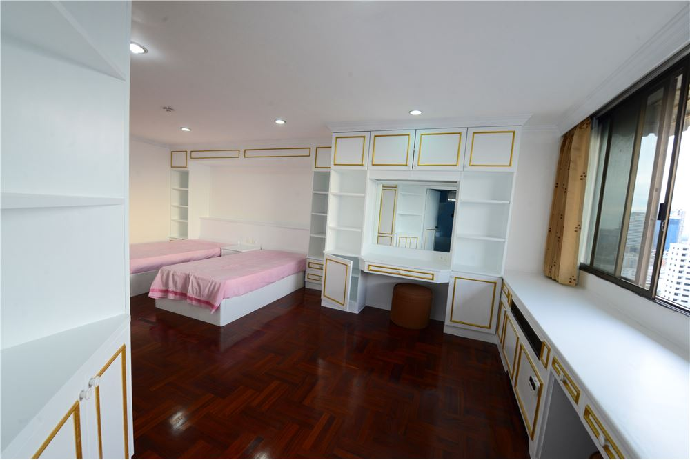 RE/MAX Executive Homes Agency's Condominium for rent - Ekkamai 12 27