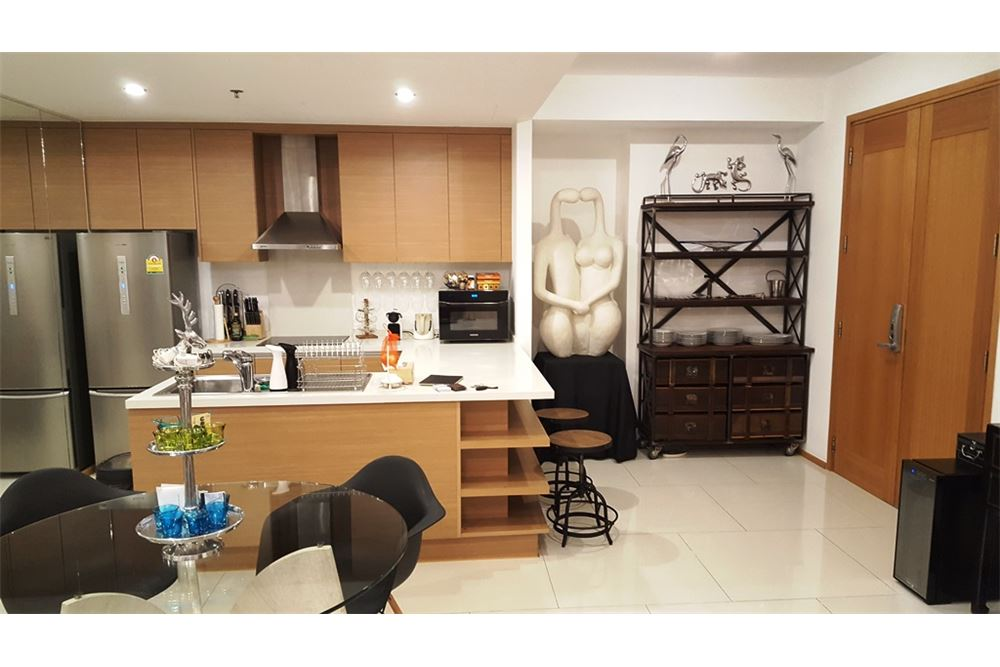 RE/MAX Executive Homes Agency's Lovely 1 Bedroom for Rent Emporio Place 8