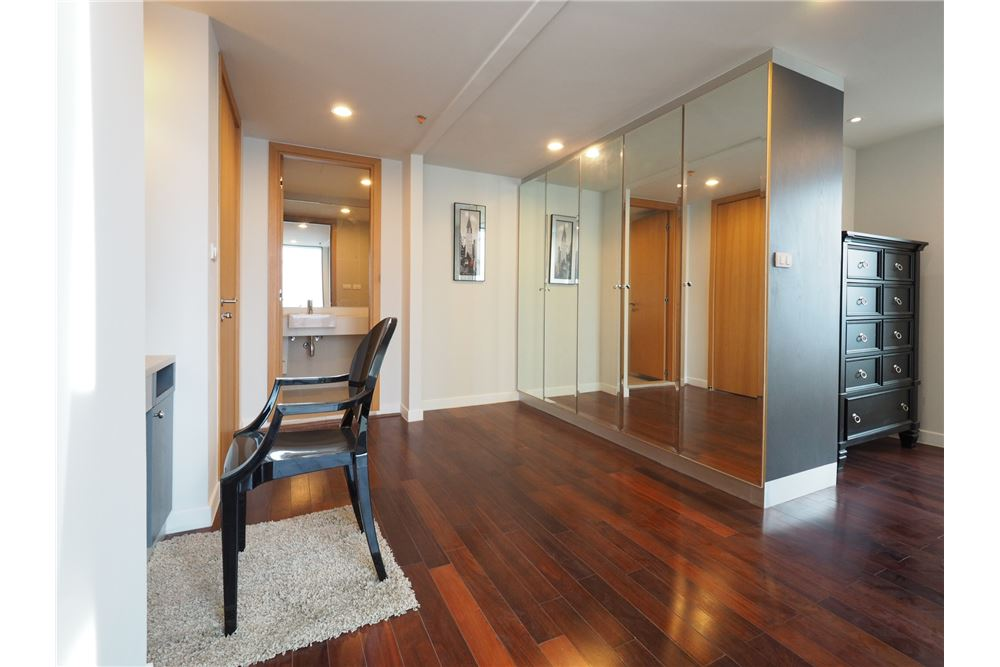 RE/MAX Executive Homes Agency's Stunning 4 Bedroom Duplex for Rent Circle Condo 9