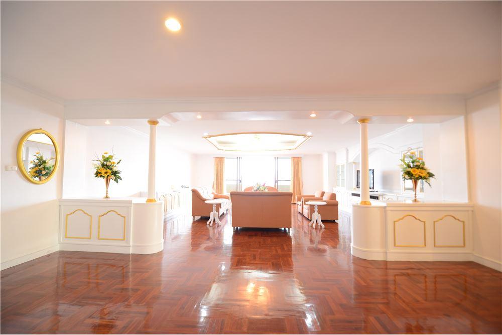 RE/MAX Executive Homes Agency's Condominium for rent - Ekkamai 12 2