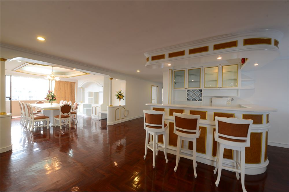 RE/MAX Executive Homes Agency's Condominium for rent - Ekkamai 12 16