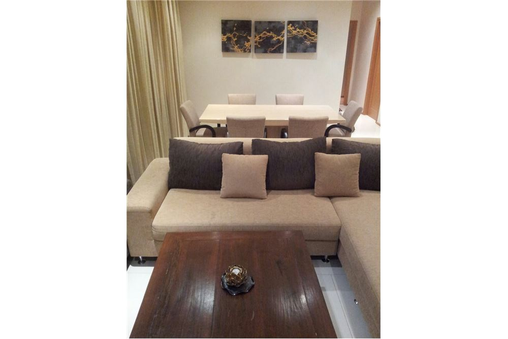 RE/MAX Executive Homes Agency's The Emporio Place / 2 Bedrooms / For Rent 9