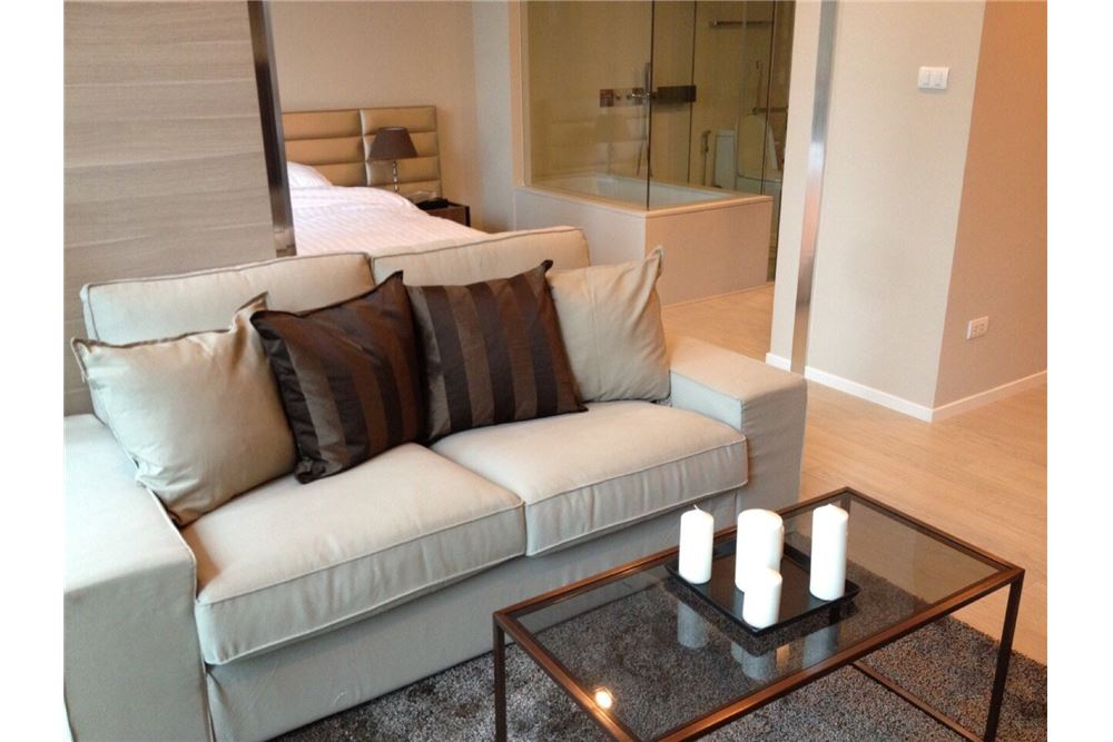 RE/MAX Properties Agency's RENT The room sukhumvit 21 1BED 50SQM. 5