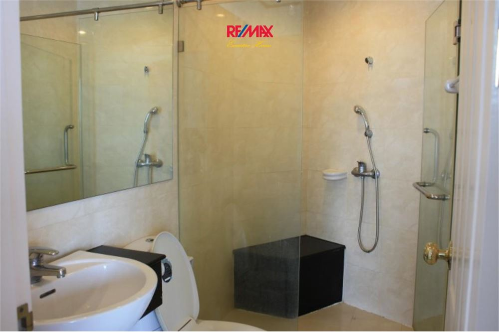 RE/MAX Executive Homes Agency's 2 Bedroom for Rent and Sale Supalai Casa Riva 10