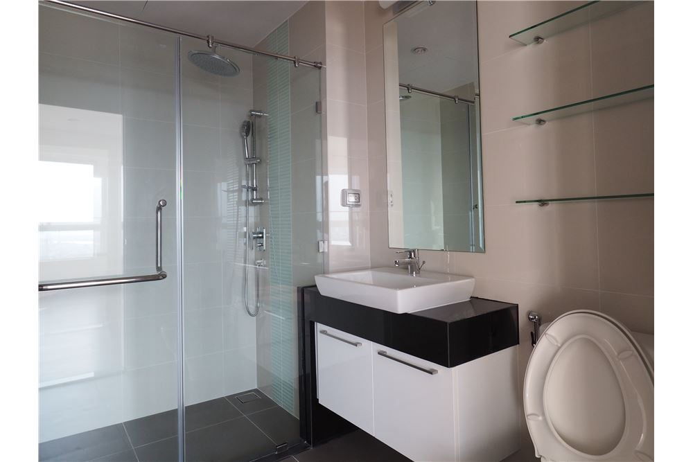 RE/MAX Executive Homes Agency's Spacious 2 Bedroom for Rent Supalai Prima Riva 7