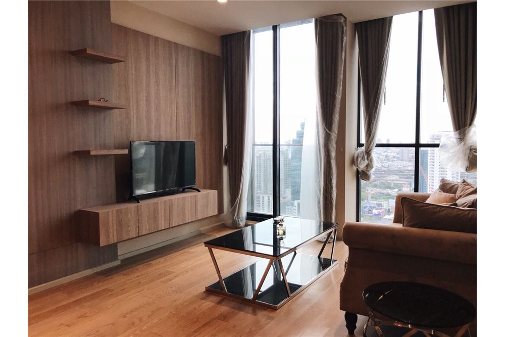 RE/MAX Properties Agency's 2 Beds /82Sqm./100,000/BTS Ploenchit 1