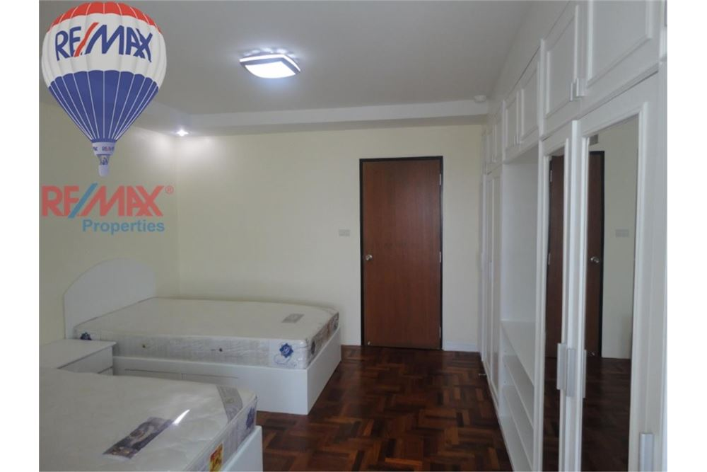 RE/MAX Properties Agency's FOR SALE  REGENT ON THE PARK 3  3BED 231SQM 8