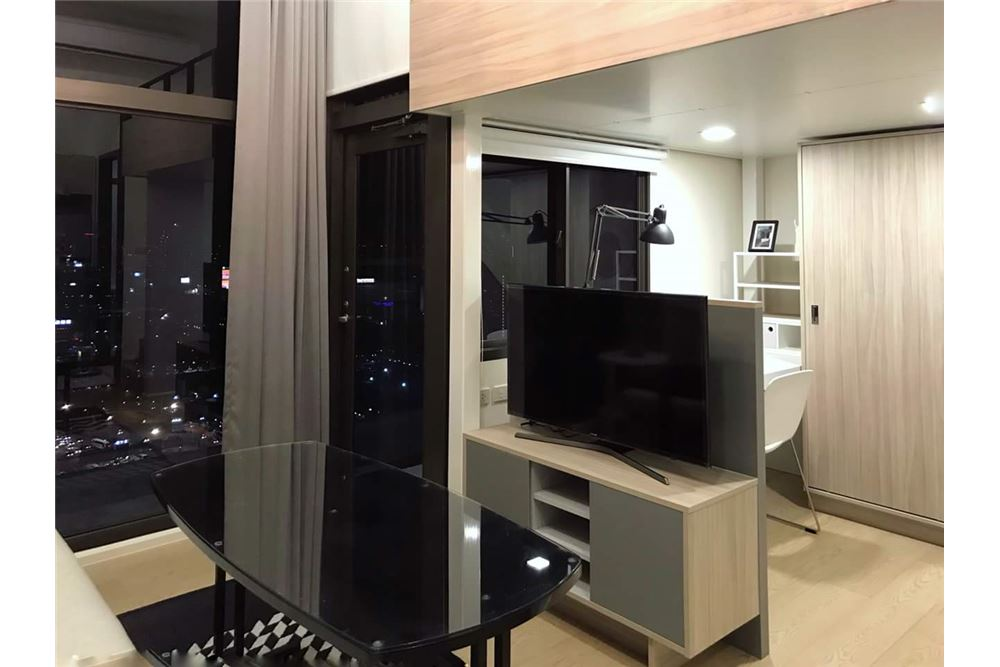 RE/MAX Executive Homes Agency's Cozy 1 Bedroom for Rent Chewathai Residence Asoke 7