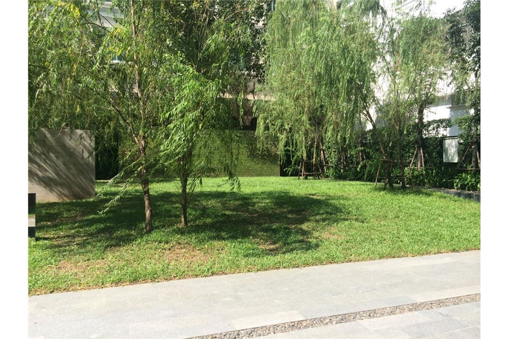RE/MAX Executive Homes Agency's Nice 1 Bedroom for Sale Wyne Sukhumvit 11