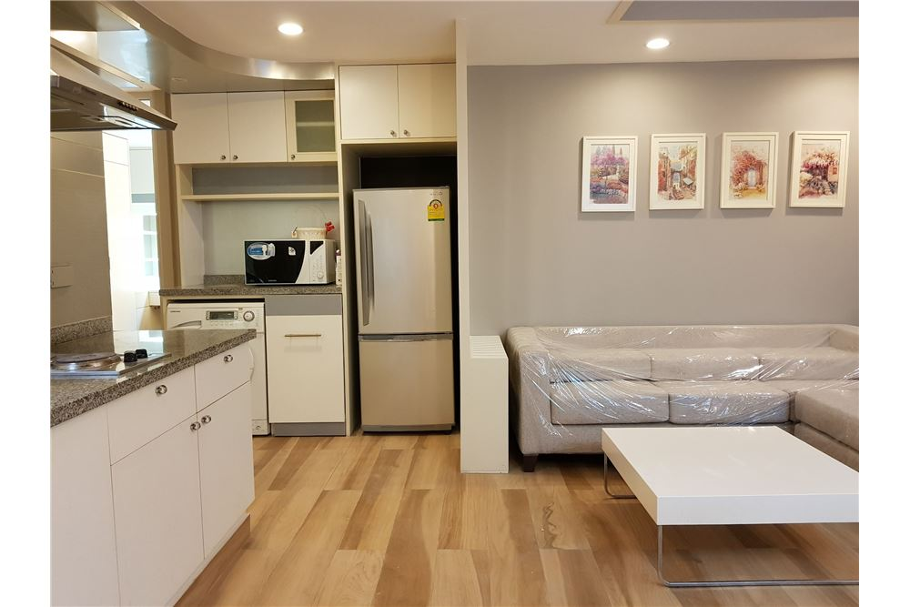 RE/MAX Executive Homes Agency's Newly Renovated 2 Bedroom for Rent Trendy Condo 8