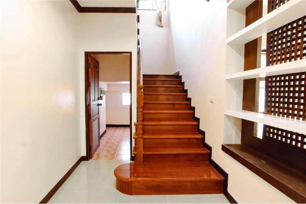 RE/MAX Executive Homes Agency's 4 bedroom house for rent near BTS Ekkamai 8