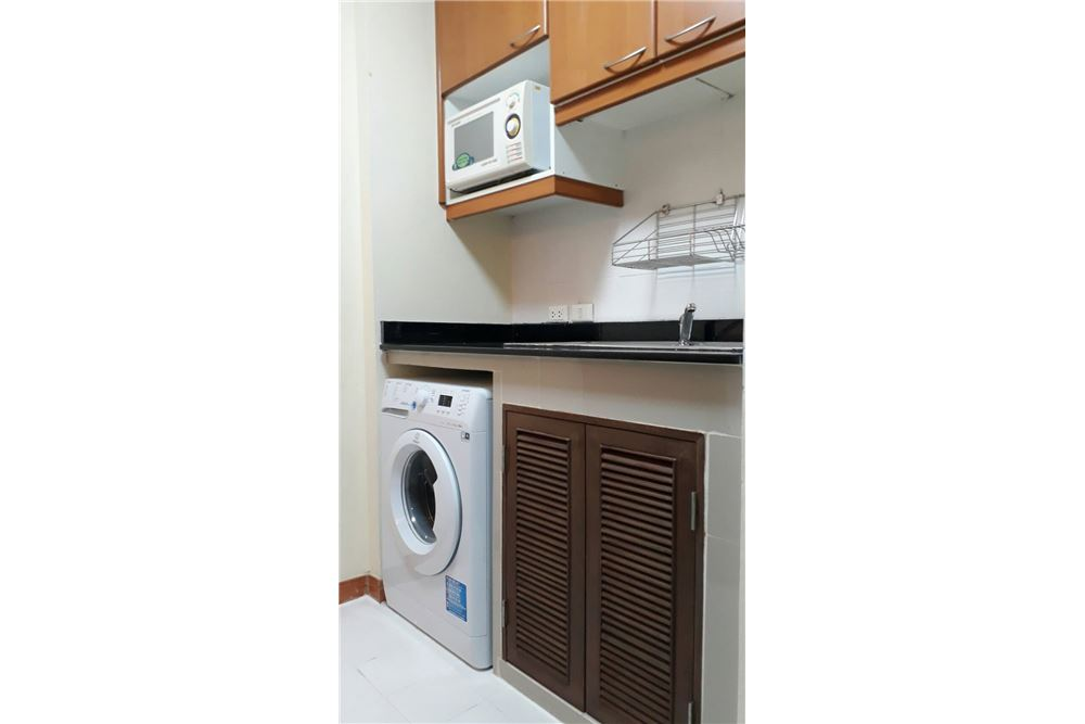 RE/MAX Properties Agency's Rent 2bedroom @Navin Court 3