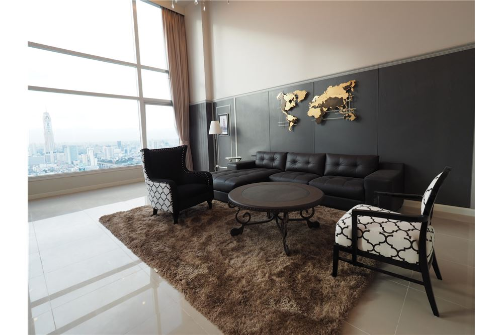 RE/MAX Executive Homes Agency's Stunning 4 Bedroom Duplex for Rent Circle Condo 2
