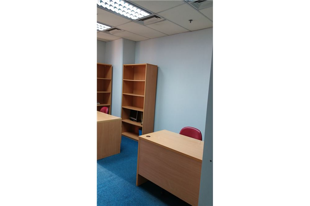 RE/MAX Executive Homes Agency's Serviced Office For Rent at sathorn area 6