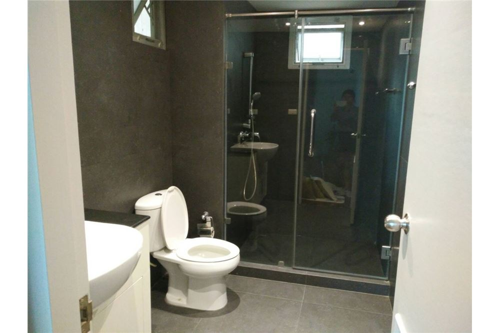 RE/MAX Properties Agency's 49 Plus 2bedroom 6