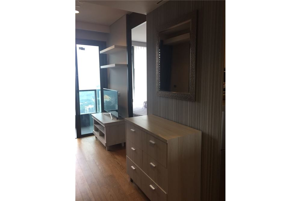 RE/MAX Properties Agency's 1 Bed for rent 35,000 Baht at Lumpini 24 1