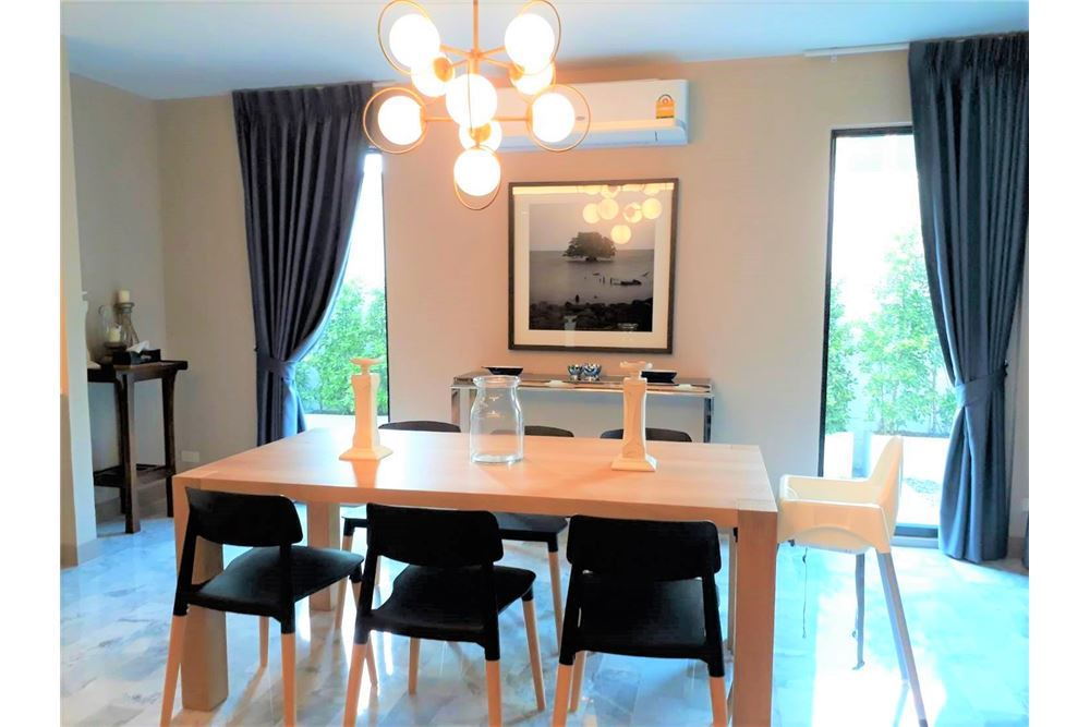 RE/MAX Executive Homes Agency's Apartment 3+1 Beds For Rent in Phromphong 2