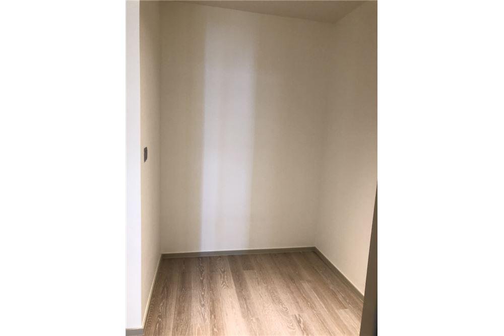 RE/MAX Executive Homes Agency's Nice 2 Bedroom for Sale Ashton Silom 5