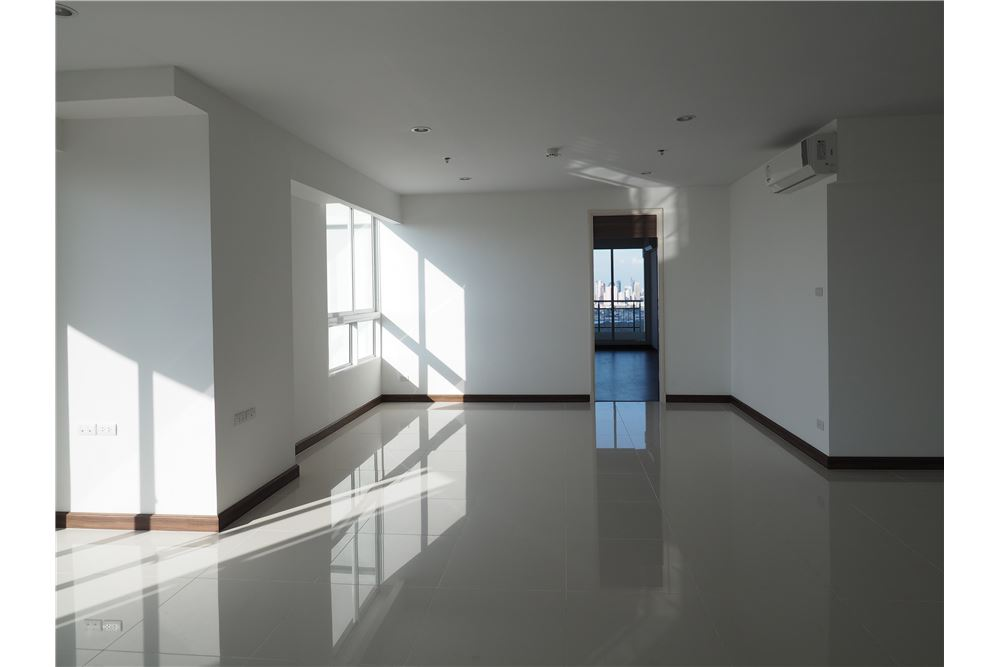 RE/MAX Executive Homes Agency's Spacious 2 Bedroom for Rent Supalai Prima Riva 4