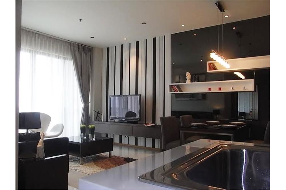 RE/MAX Properties Agency's FOR RENT The Emporio Place 1BED 65.35SQM 1