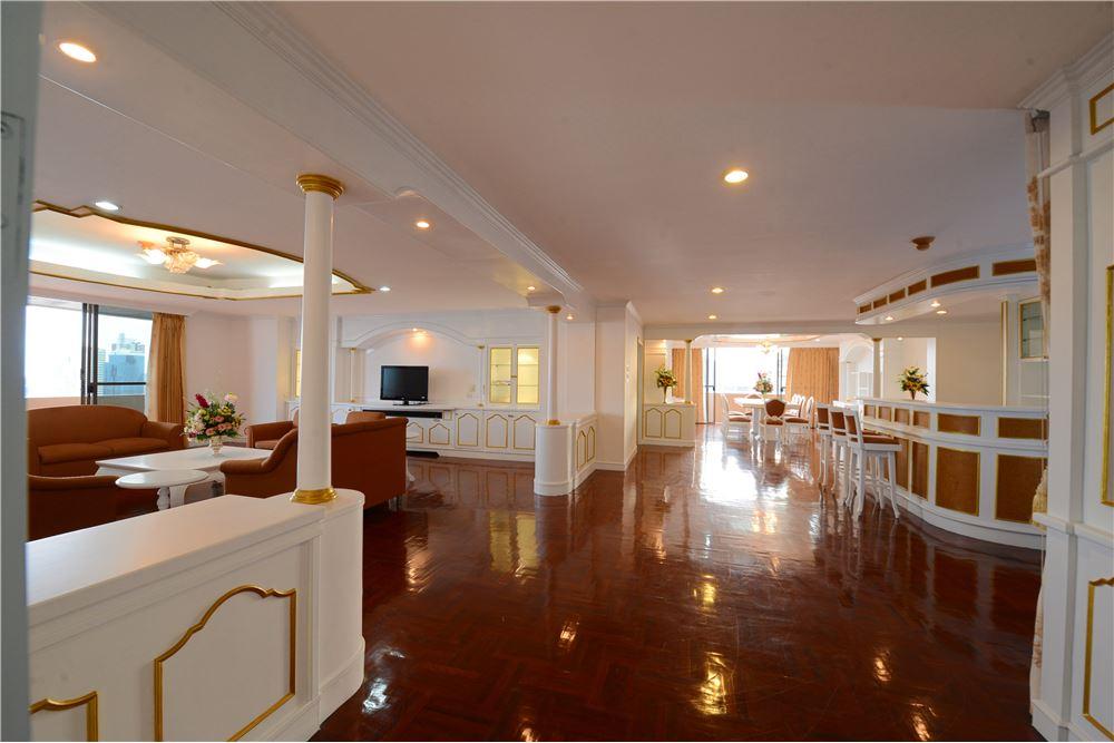 RE/MAX Executive Homes Agency's Condominium for rent - Ekkamai 12 11