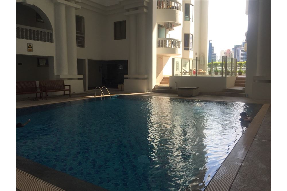 RE/MAX Executive Homes Agency's homy apartment, BTS Phrom Phong 5 minute, 3bed 11