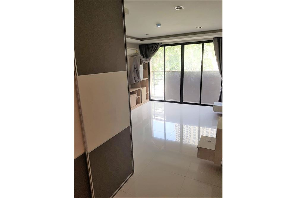 RE/MAX Executive Homes Agency's Low rise Apartment 3 Bedrooms Near BTS Asoke 5