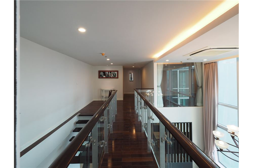 RE/MAX Executive Homes Agency's Stunning 4 Bedroom Duplex for Rent Circle Condo 6