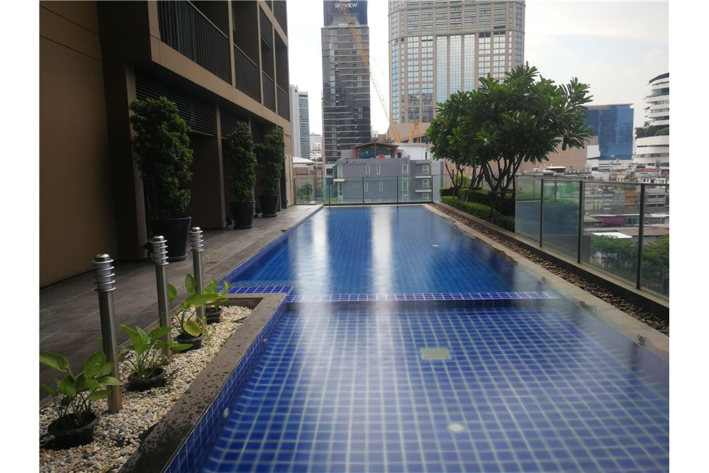 RE/MAX Properties Agency's RENT NOBLE REFINE | 1 BEDROOM 12