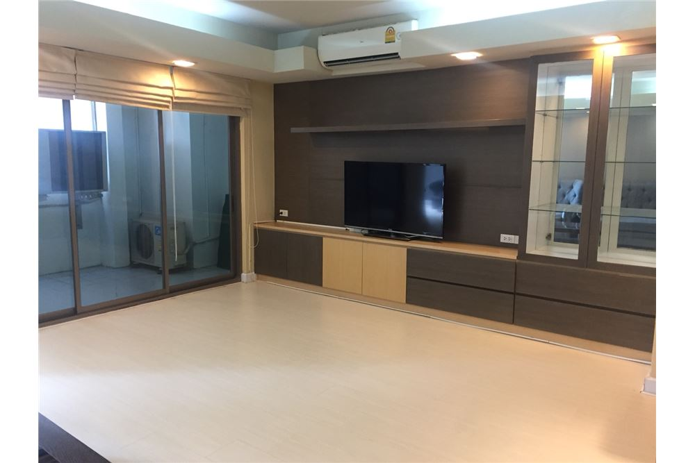 RE/MAX Executive Homes Agency's Royal Castle 3+1 Bed for Rent-Phrom Phong BTS 1