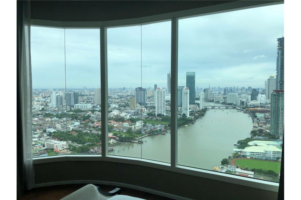 RE/MAX Executive Homes Agency's Spacious 3 Bedroom for Sale Menam Residences 1