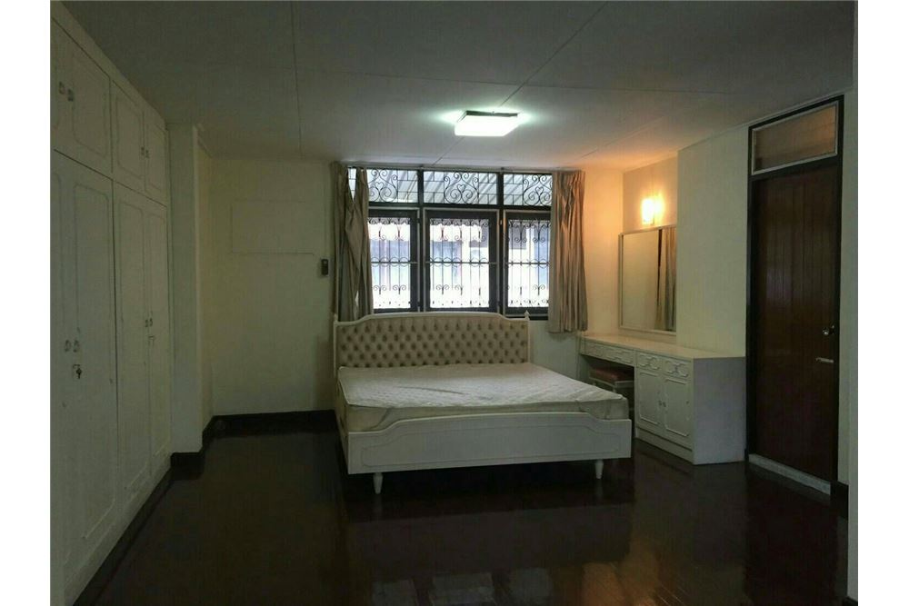 RE/MAX Properties Agency's SALE Townhouse EKAMAI 12 41SQ.Wah 7