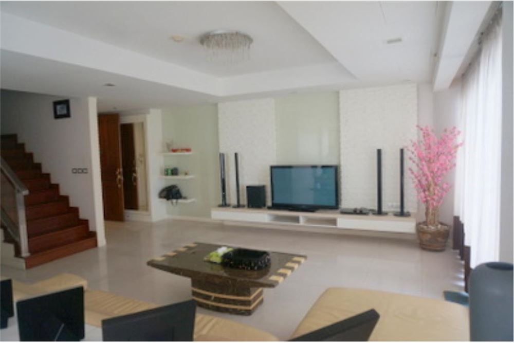 RE/MAX Properties Agency's FOR RENT  LE  RAFFINE SUKHUMVIT 24   2BED 370SQM 3