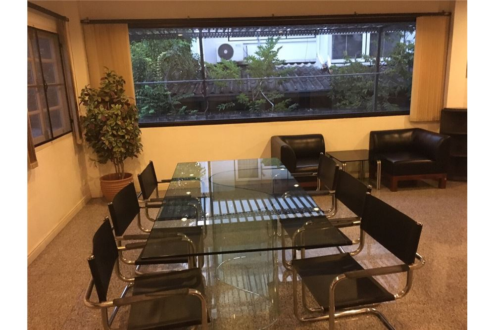 RE/MAX Executive Homes Agency's Single House 4 Beds For Rent in Sukhumvit Soi101 4