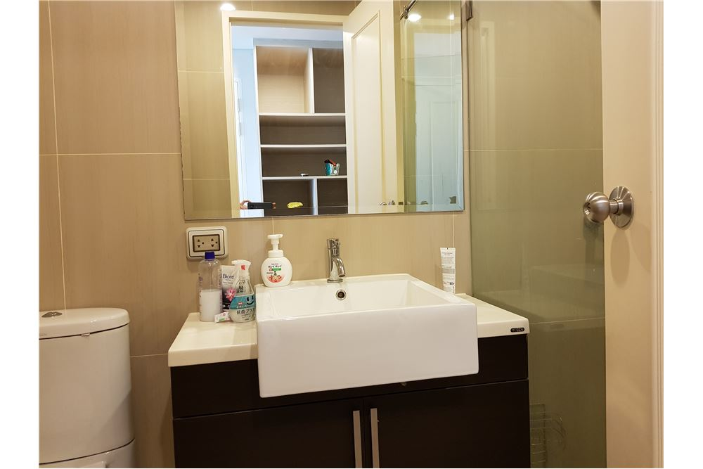 RE/MAX Executive Homes Agency's Nice 1 Bedroom for Rent Villa Asoke 6