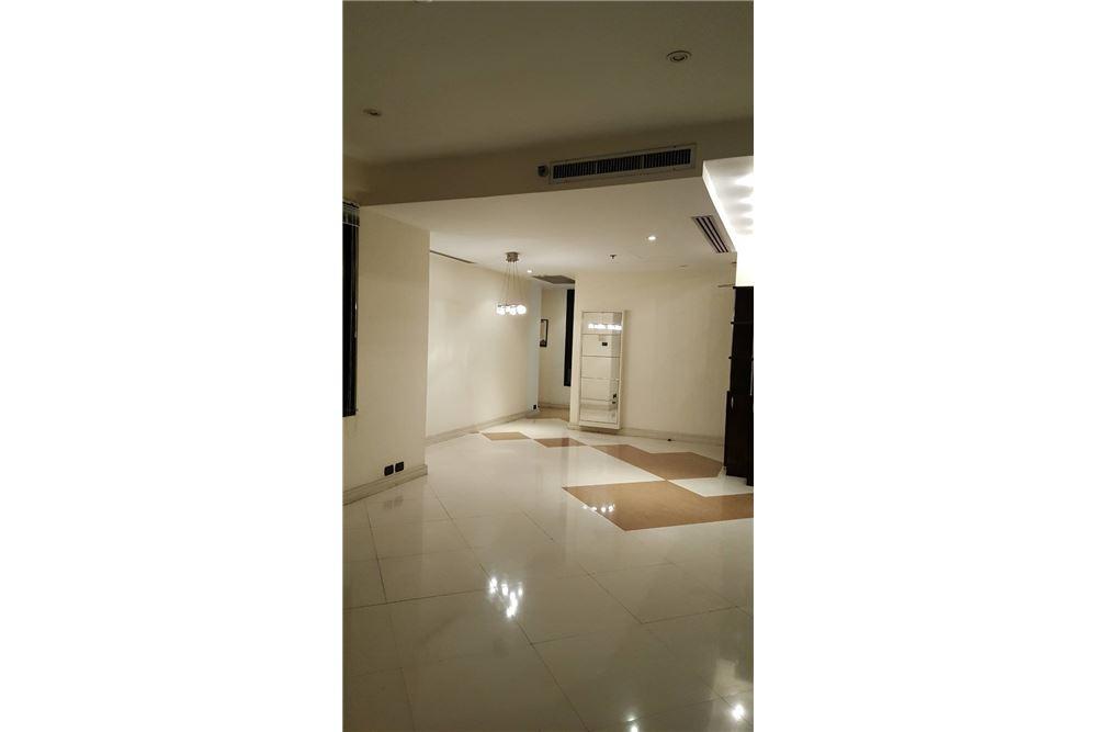 RE/MAX Properties Agency's SALE Baan Piya Sathorn 2BED 137SQM. 13