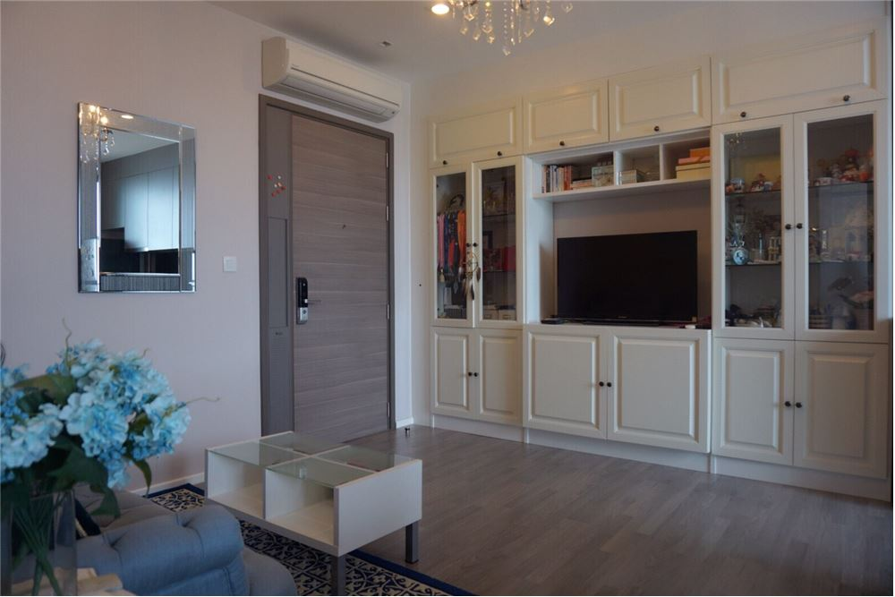 RE/MAX Executive Homes Agency's Lovely 1 Bedroom for Sale The Room 69 4